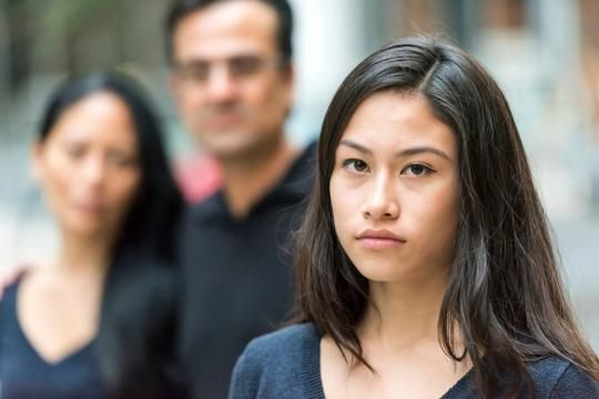 با نوجوان ناسازگار چطور رفتار کنیم؟