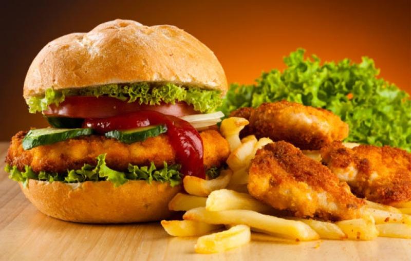 کدام مواد غذایی را هرگز نباید پیش از خواب خورد؟