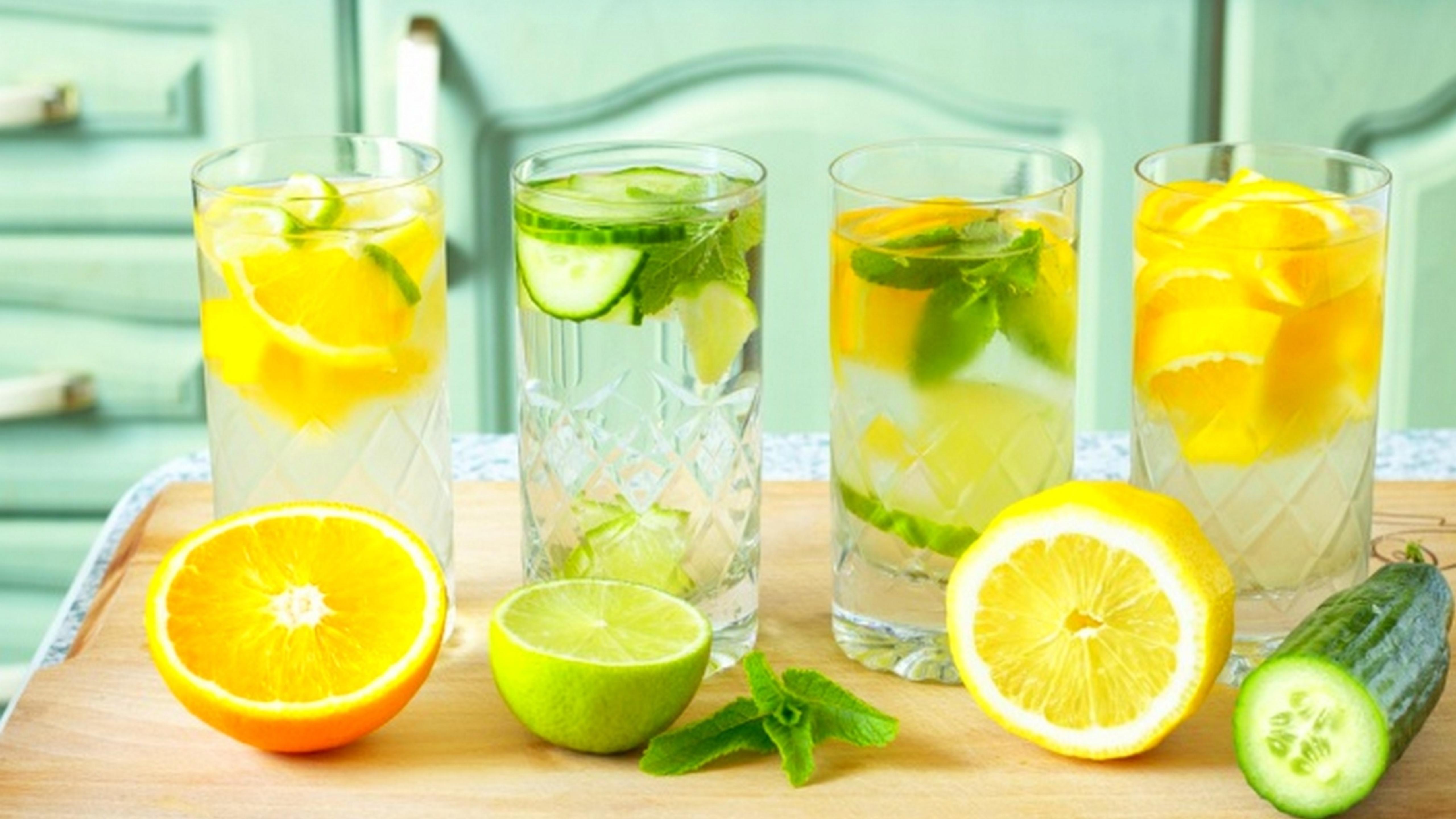 ۵ نوشیدنی لاغرکننده برای آب کردن شکم و پهلو