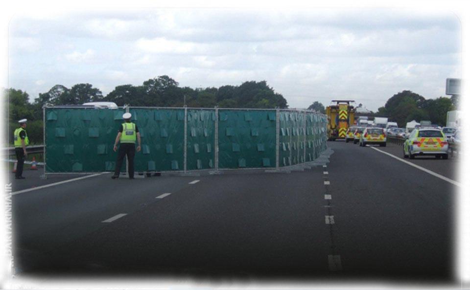تدارکات پلیس انگلیس در ساماندهی صحنه تصادف + عکس
