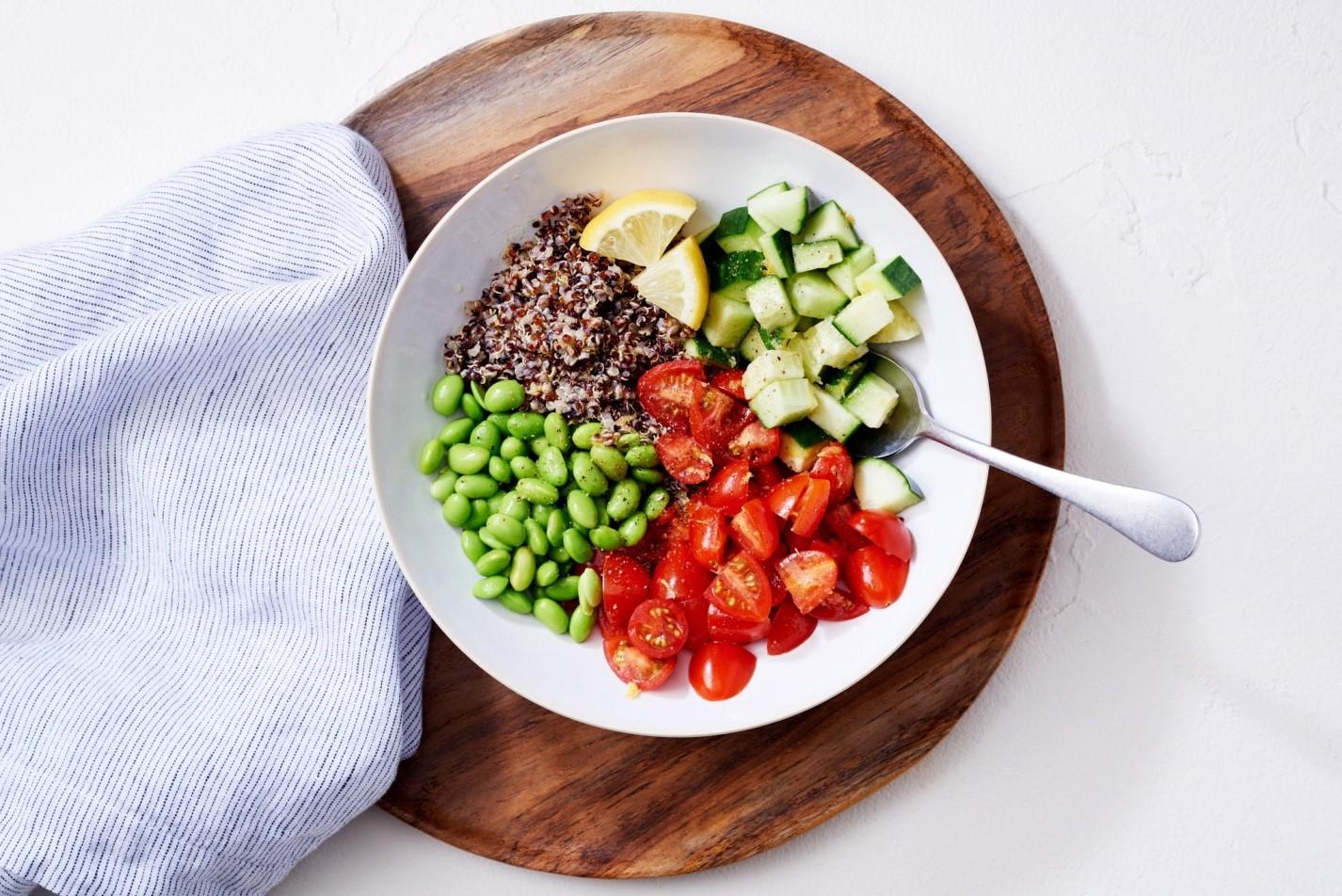 چه بخواهید چربی بسوزانید یا عضله بسازید، برنامه غذایی تان به این مورد نیاز دارد