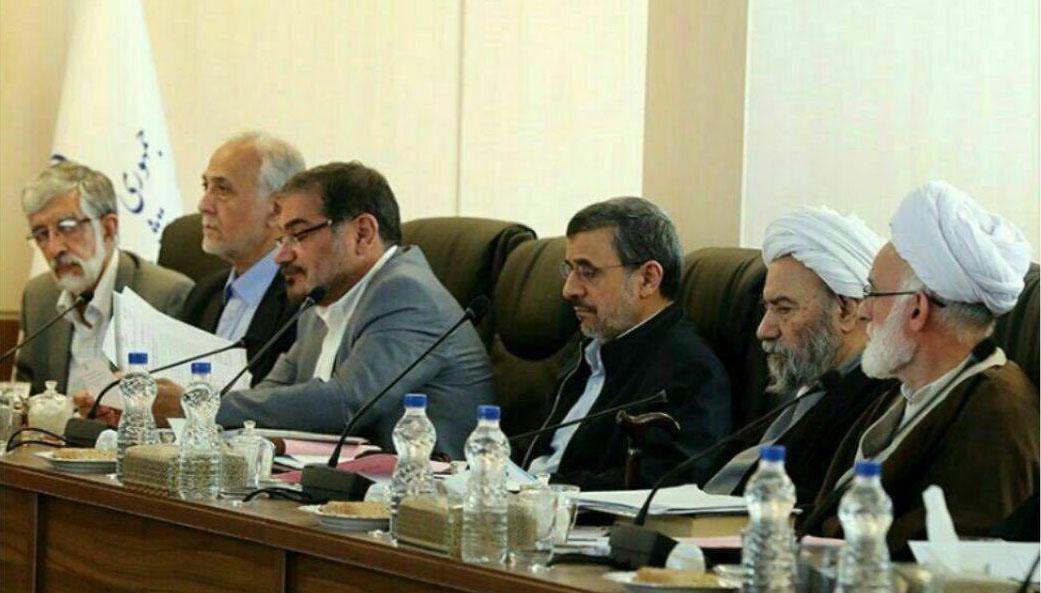 بی محلی «احمدی نژاد» در جلسه مجمع تشخیص مصلحت نظام + عکس