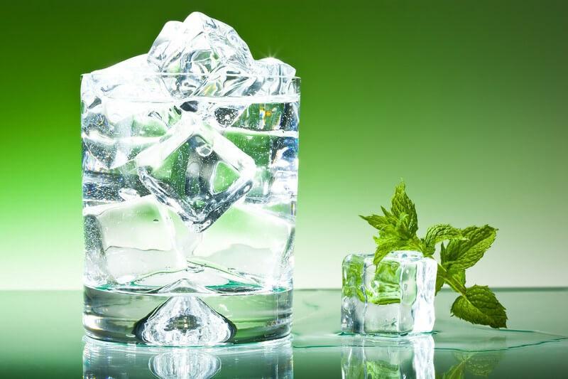 دلایل ضرر داشتن مصرف آب سرد از نظر طب سنتی