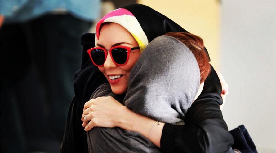آزاده نامداری در آغوش رفیقش! + عکس