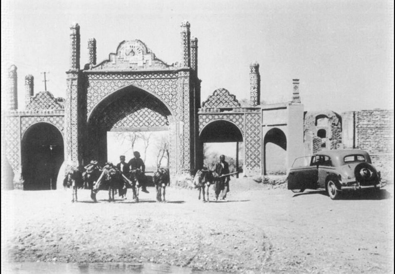روبرو شدن الاغ و اتومبیل 100 سال پیش در ایران + عکس
