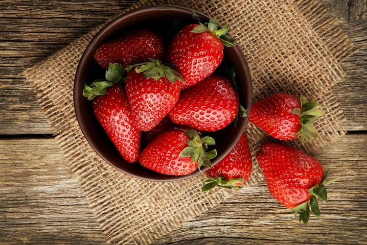کم قندترین میوه ها که چاقتان نمیکند