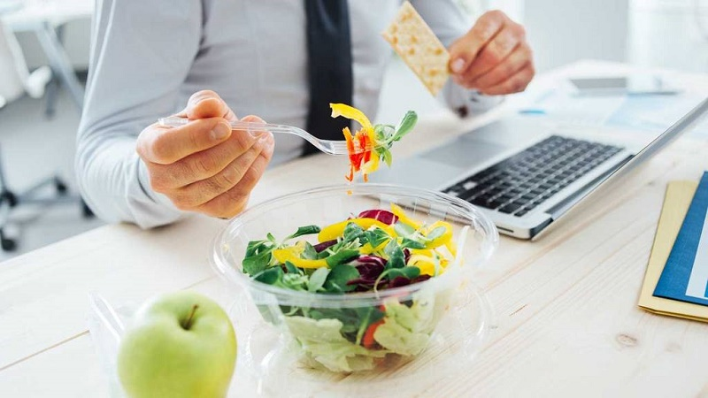بهترین تغذیه برای کارمندان کم تحرک پشت میزنشین