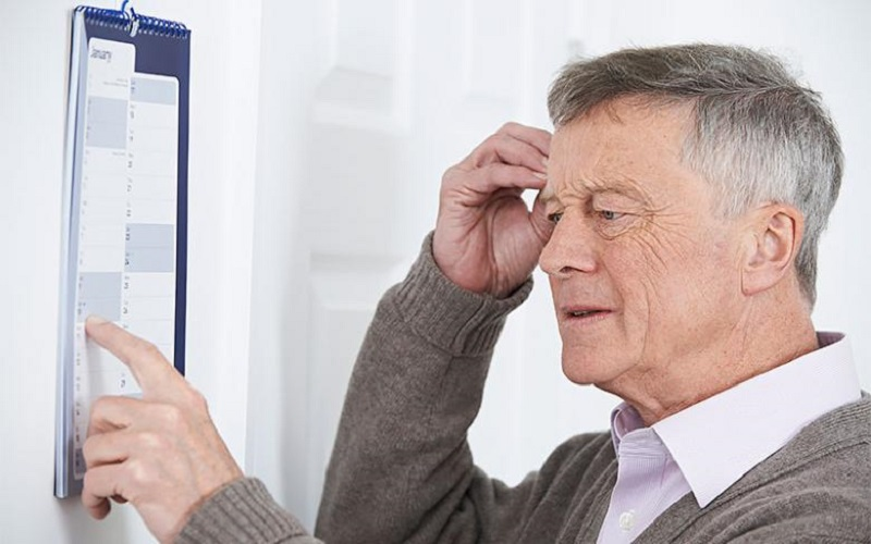 آلزایمر غیر از فراموشی چه علائم دیگری دارد؟