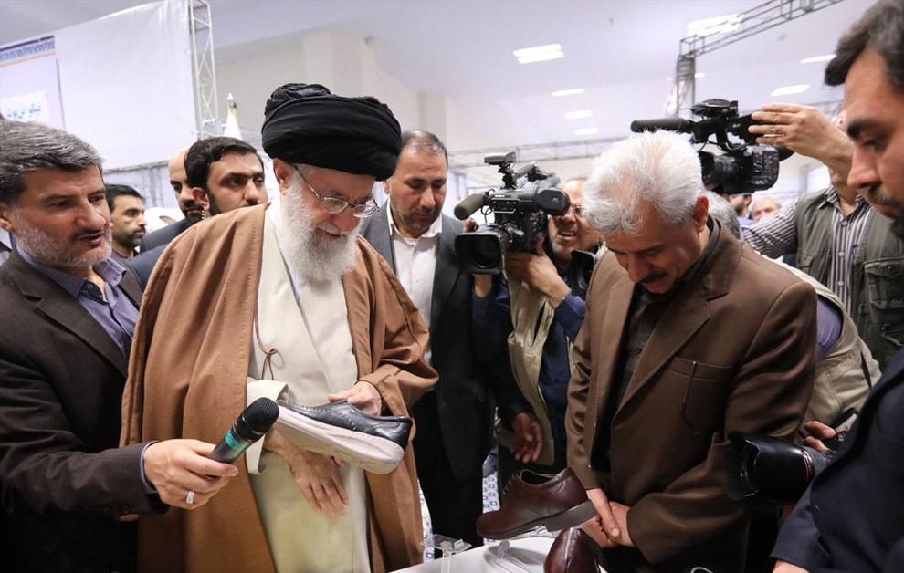 تصاویر/ بازدید رهبر انقلاب از نمایشگاه کالای ایرانی