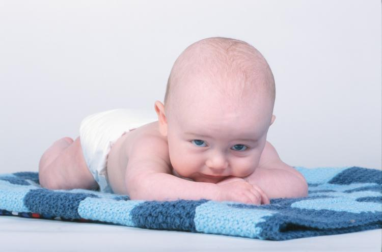با نوزادی که یبوست دارد چه کنیم؟