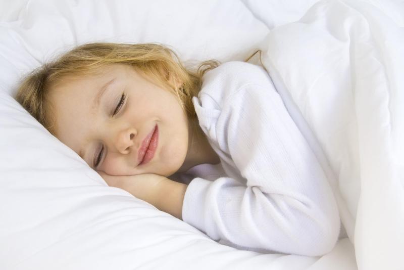 چرا کودکم در خواب خُرخُر میکند؟