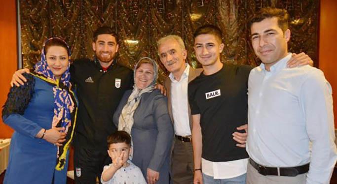 علیرضا جهانبخش به همراه خانواده اش + عکس