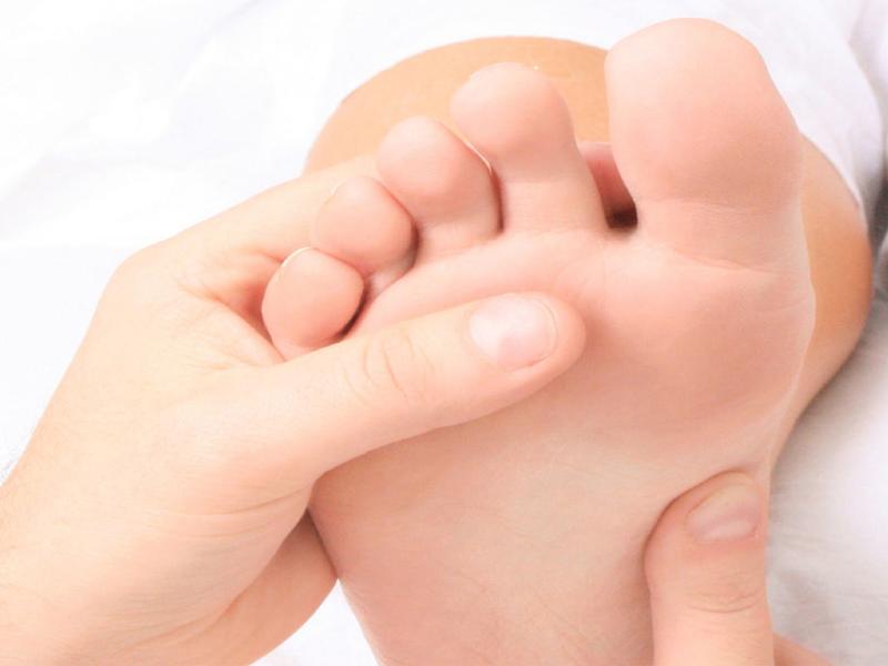 درد کف پا از نشانههای کدام بیماری است؟