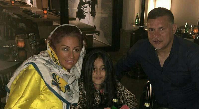 تیپ «علی دایی»، همسر و دخترش در یک کافی شاپ + عکس