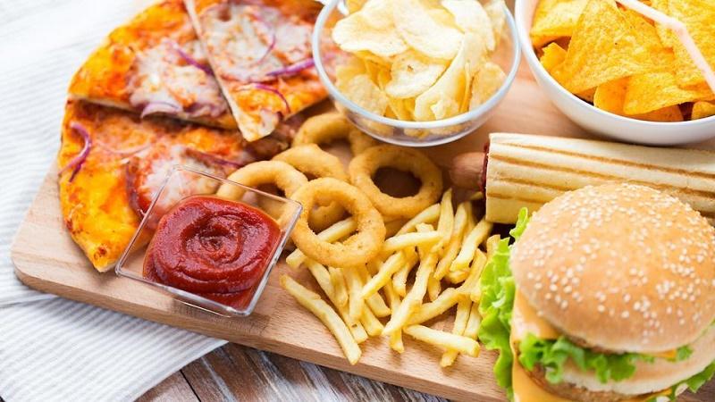 مهمترین ضرری که بعد از خوردن فست فود به سراغتان میآید