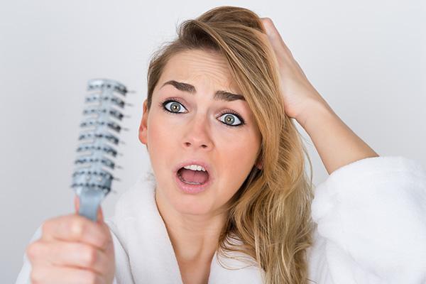 راهکار ساده طب ایرانی برای پیشگیری از ریزش مو