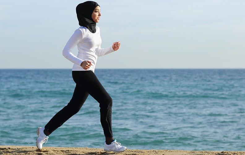 ۶ نکتهای که باید در مورد ورزش به هنگام عادت ماهیانه بدانید