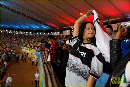 ریحانا برای تشویق برزیل به ورزشگاه رفت + عکس