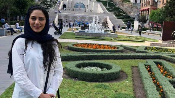 «مونا فرجاد» در یک سفر خارجی + عکس