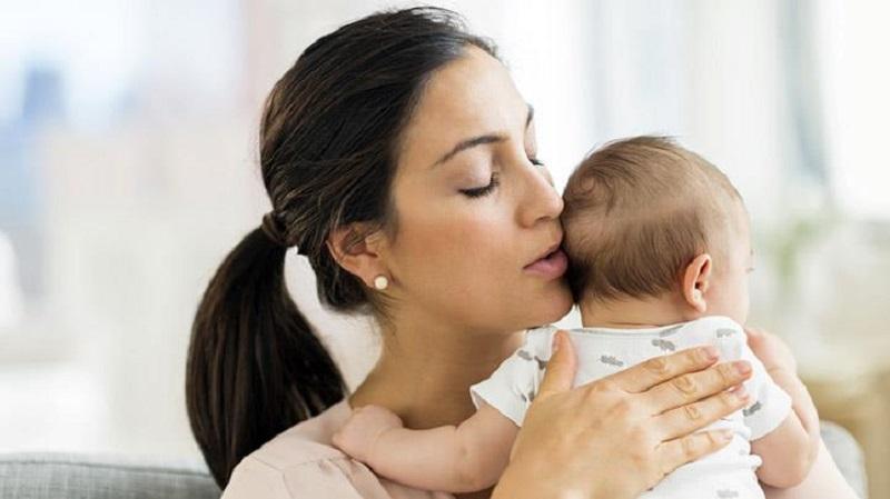 بند آوردن گریه نوزاد با ۱۰ روش ساده