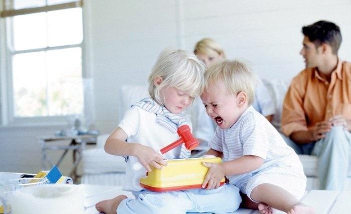 چگونه دفاع کردن از خود را به فرزندانمان آموزش بدهیم؟