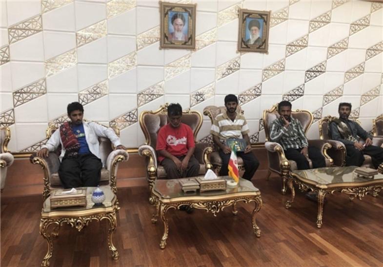 بازگشت ۱۷ ملوان زندانی در سومالی به تهران +عکس