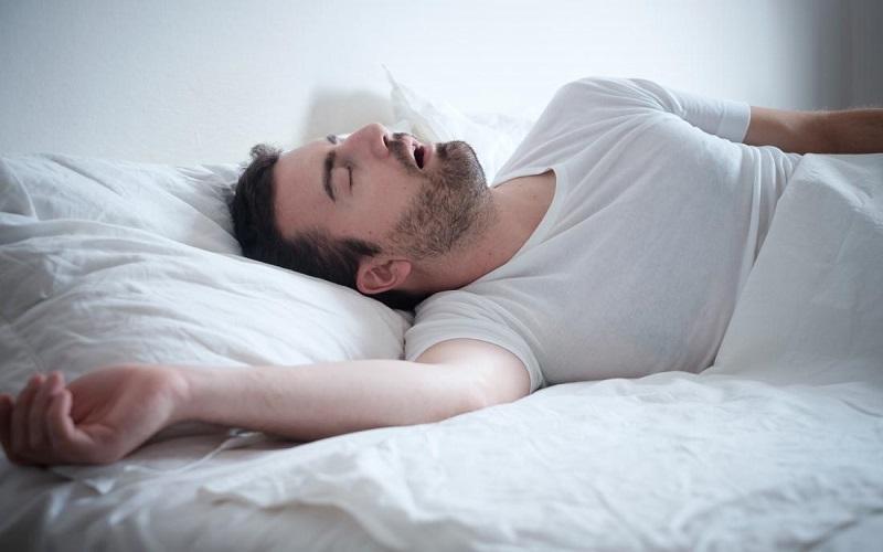 چرا در خواب آب دهان می ریزد؟