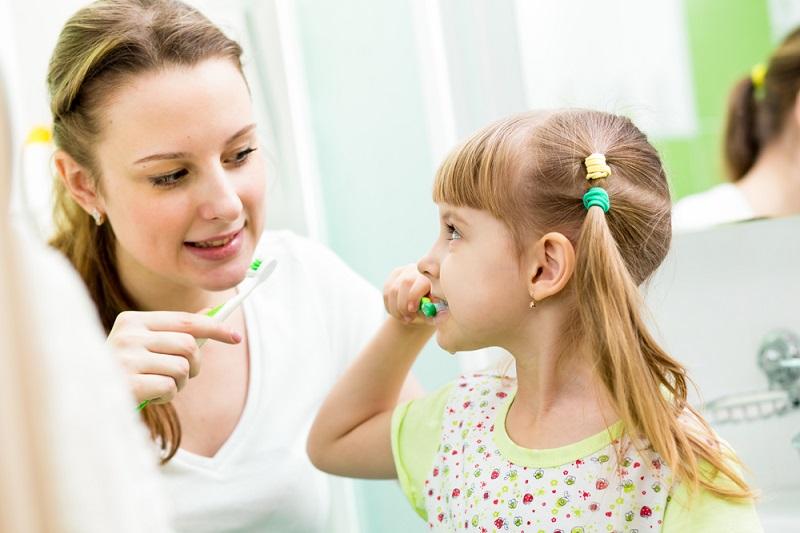 بهترین روش برای یاد دادن مسواک زدن به کودکان