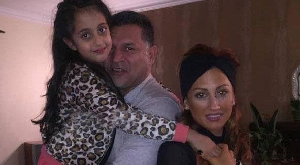عکس خانگی از «علی دایی» به همراه همسر و دخترش
