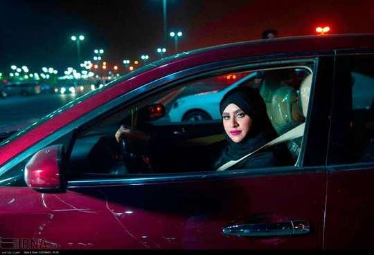 رانندگی بانوان عربستان با خودروهای گران قیمت! + عکس