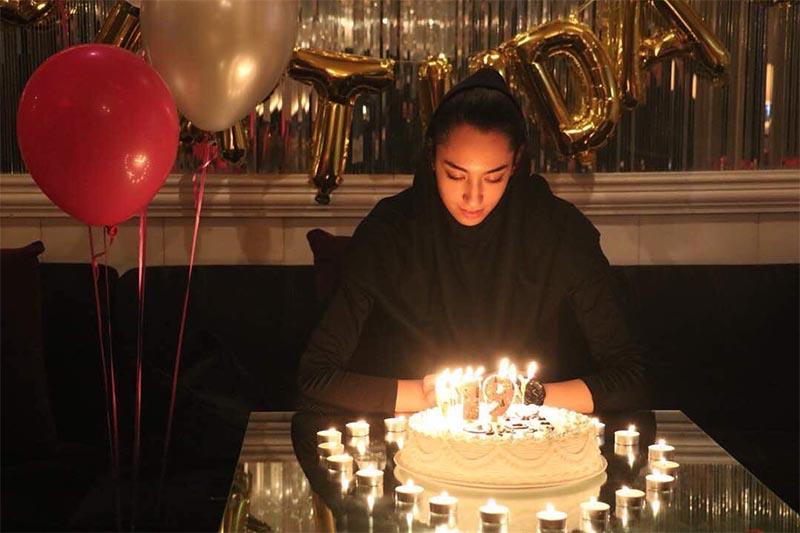جشن تولد ۱۹ سالگی «کیمیا علیزاده» در یک کافی شاپ! + عکس
