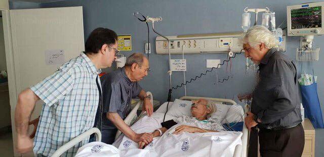 علی نصیریان بر بالین «جمشید مشایخی» در بیمارستان + عکس