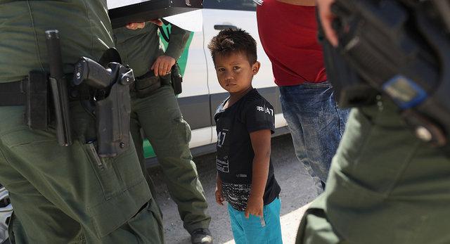 جدایی دهها کودک مهاجر از والدینشان در آمریکا