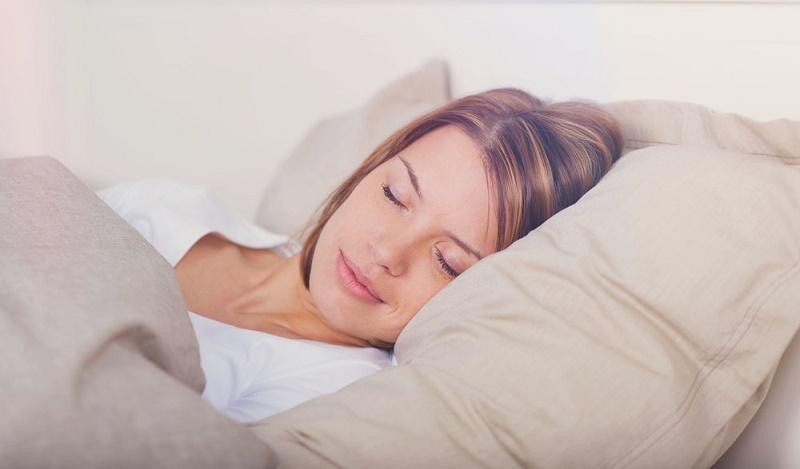 ۲۰ کاری که قبل از خواب نباید انجام دهید