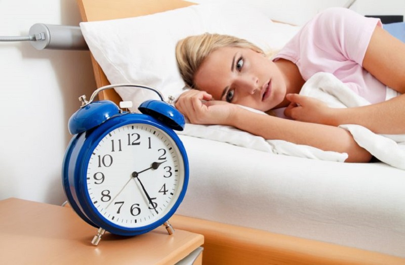 نشانهها، مضرات و درمان خواب دیرهنگام