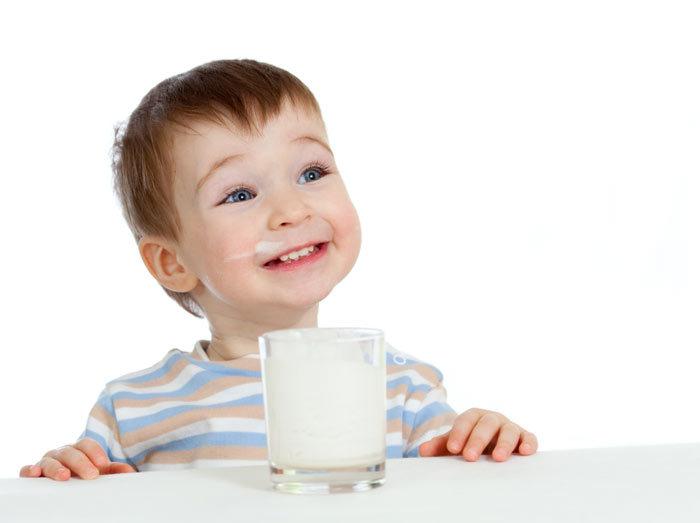 آیا نوشیدن ۳ لیوان شیر در روز واقعا مفید است؟