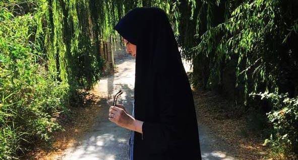 ظاهر جالب «آزاده نامداری» در یک پارک! + عکس