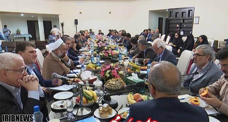 میز رنگارنگ و مجلل مسئولان ارشد استان! + عکس