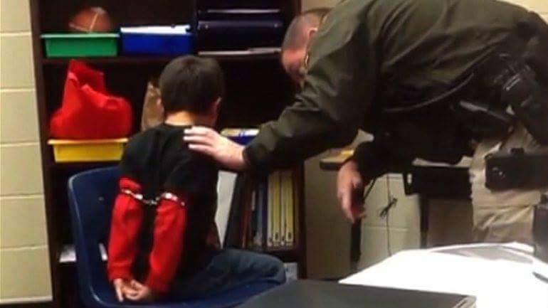 شان اسپایسر، سخنگوی کاخ سفید , دستبند زدن به کودک 5 ساله ایرانی , فرودگاه بینالمللی ویرجینیا , ممنوعیت صدور ویزای مهاجرتی و غیرمهاجرتی