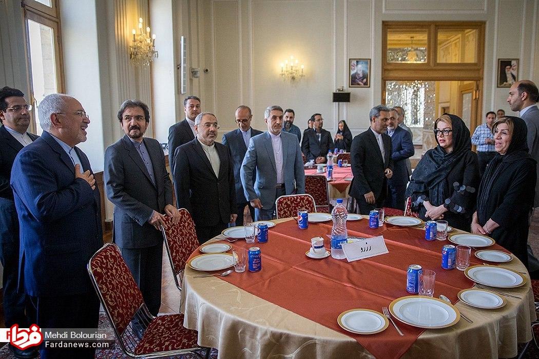 سرو نوشیدنی آمریکایی در ضیافت وزارت خارجه ایران! + عکس