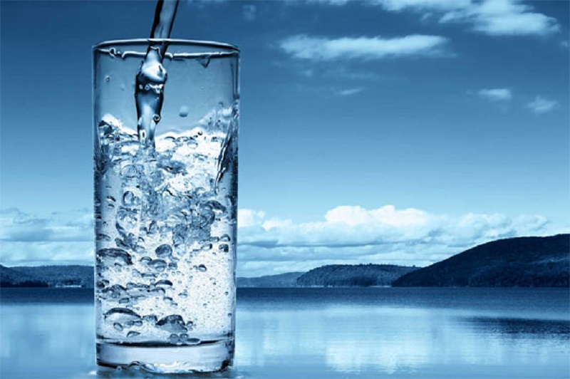 چرا باید آب بنوشیم؟ + اینفوگرافیک