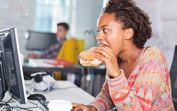 آیا پرخوری کردن واقعا باعث از بین رفتن استرس می شود؟