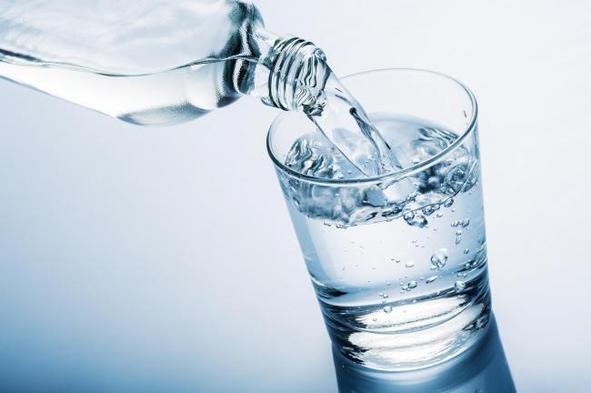 اگر یکماه هر روز ناشتا یک لیوان آب بنوشیم چه اتفاقی در بدن میافتد؟