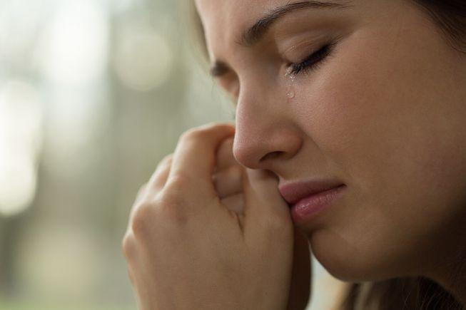 چرا خانم ها بیشتر از آقایان گریه می کنند؟