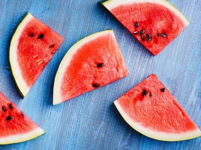 تخمه های  این میوه معجزه ای برای سلامتی وزیبایی پوست