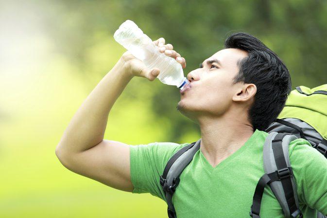 چگونه با نوشیدن آب لاغر شویم؟