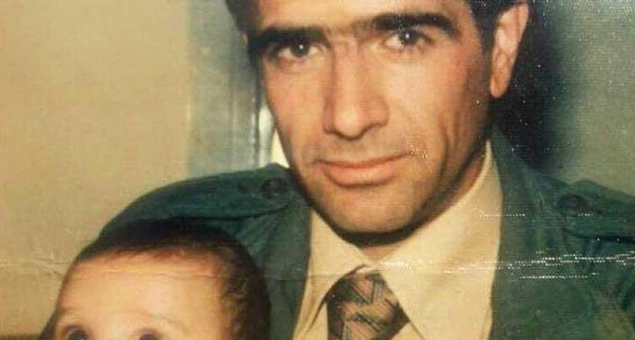 تصویری کمتر دیده شده از همایون شجریان در آغوش پدر + عکس