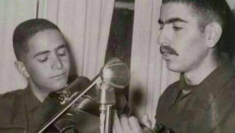 خواننده معروف در دوران سربازی! + عکس
