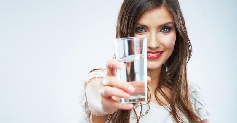 چه میزان آب روزانه بنوشیم؟