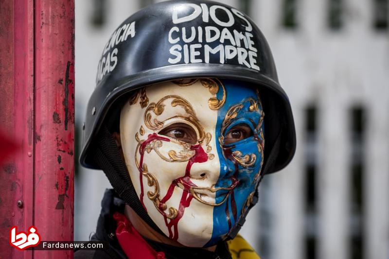 ماسک عَجیب یک مُعترض بخش درمانی! + عکس